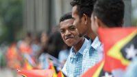 Estudante sira ka'er bandeira RDTL wainhira simu PR Lu Olo iha Gleno (17/11)